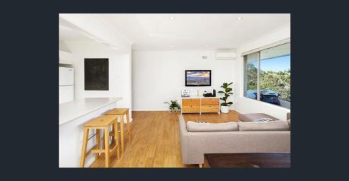 Stue og kjøkken til venstre